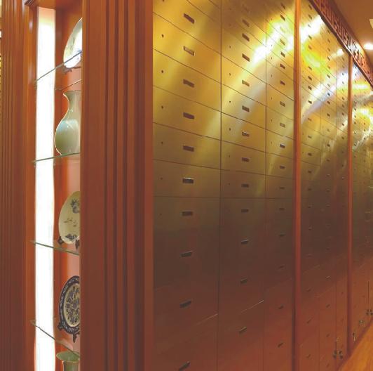 钛金面板数码指纹保管箱